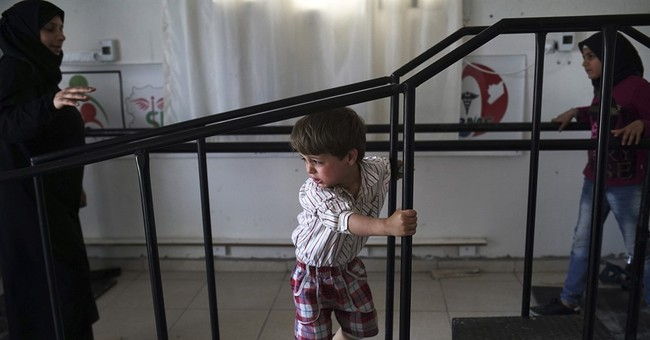 AP PHOTOS: Clinic makes artificial limbs for wounded Syrians