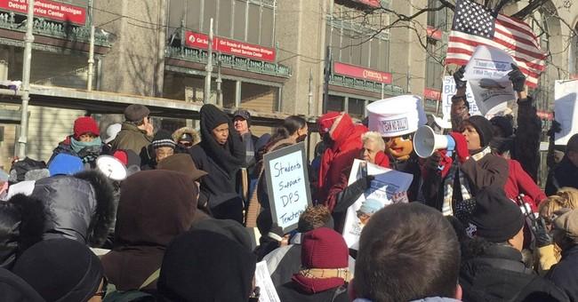 Detroit mayor: Dead mouse, cold kids, bad floor in schools