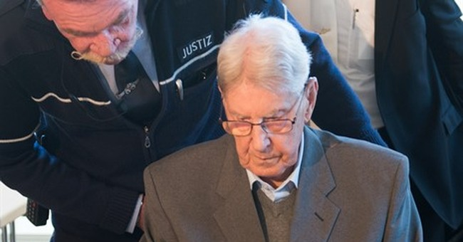 Former SS Auschwitz guard apologizes at trial in Germany