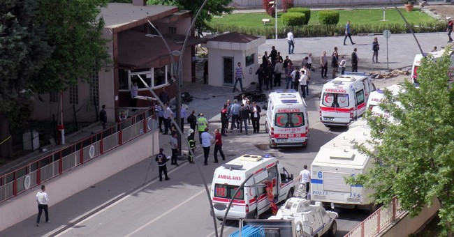 Car bomb in southern Turkey kills 2 police officers