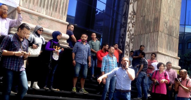 Egypt journalists stage protest over police raid at union