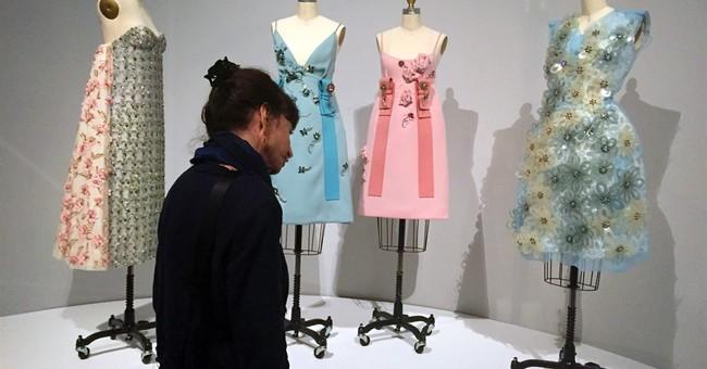 Met fashion exhibit explores dialogue between hand, machine