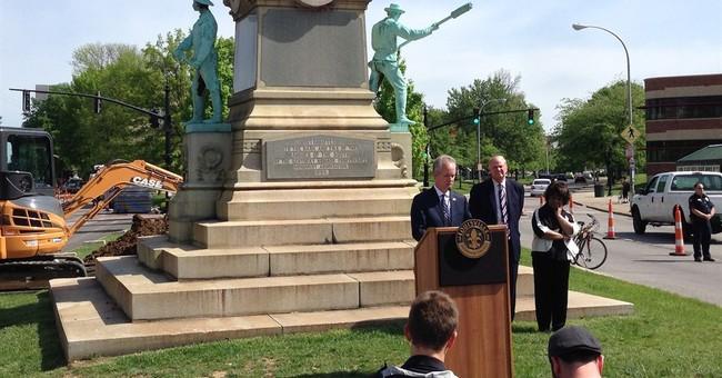 Judge temporarily blocks removal of Confederate monument