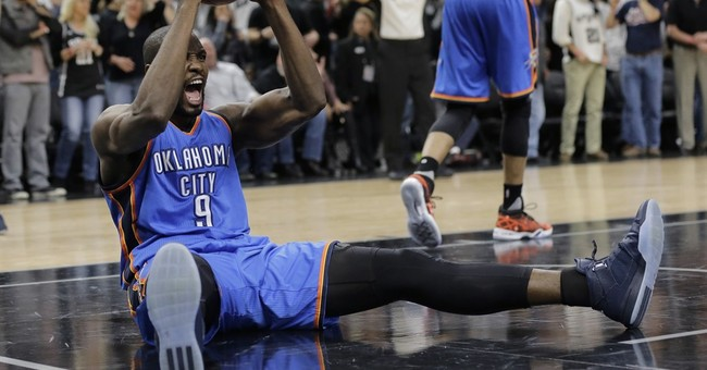Thunder hold on beat Spurs 98-97, even series at 1-1
