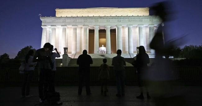 DC celebrates another year of record-breaking tourist crowds