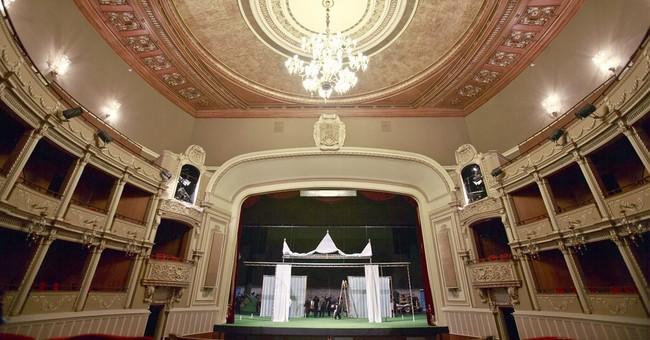 Opera: offstage drama rivets Romania, costs minister his job