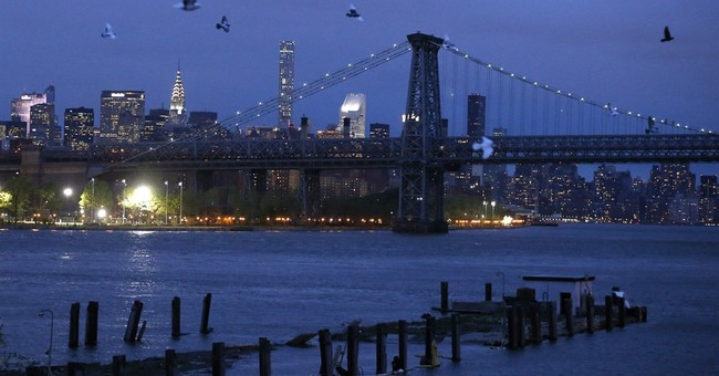 2,000 LED-tagged pigeons stage show in NYC sky