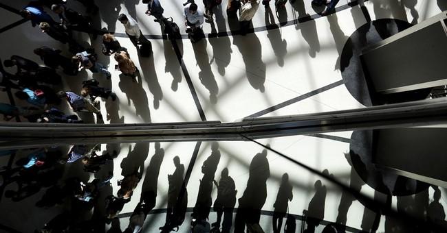 US airlines enlist travelers in effort to cut security lines