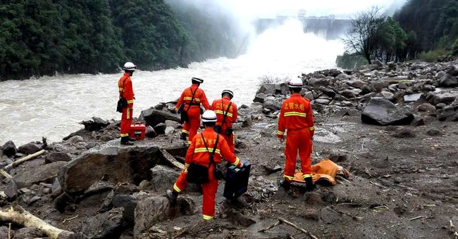 10 bodies found, 31 builders missing after China landslide