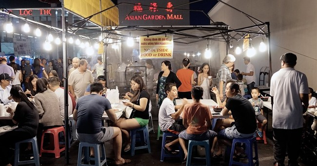 In US, Asian night markets bring taste of the old and new