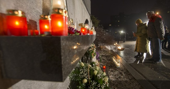 Lithuania marks 25th anniversary of Soviet crackdown