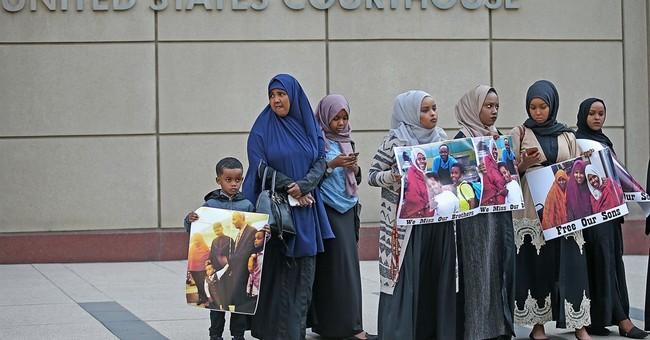 Man who pleaded guilty testifies at Minnesota terror trial
