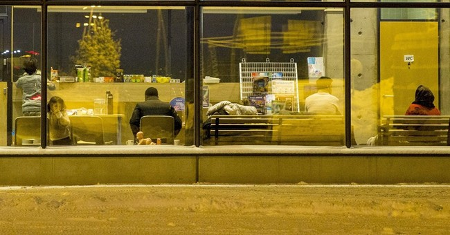 Finnish officials halt human smuggling at Arctic  border