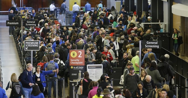 Senators to airlines: Drop bag fees to shorten airport lines