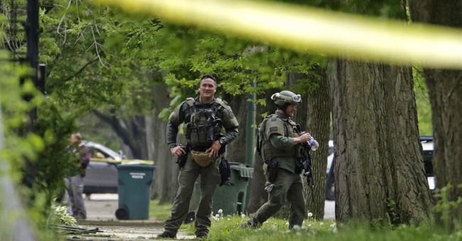 Chicago standoff ends; suspect apparently shot himself