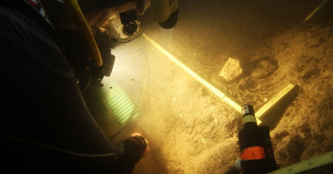 Early snowbirds? Florida sinkhole yields ancient artifacts