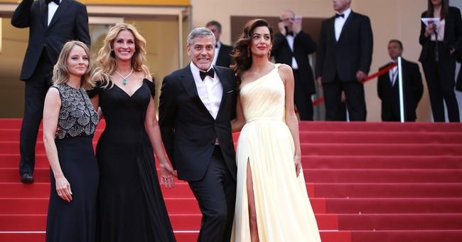 No heels: Julia Roberts walks Cannes red carpet barefoot