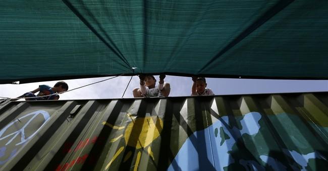 Migrant arrivals to Greece drop amid EU-Turkey pact tensions