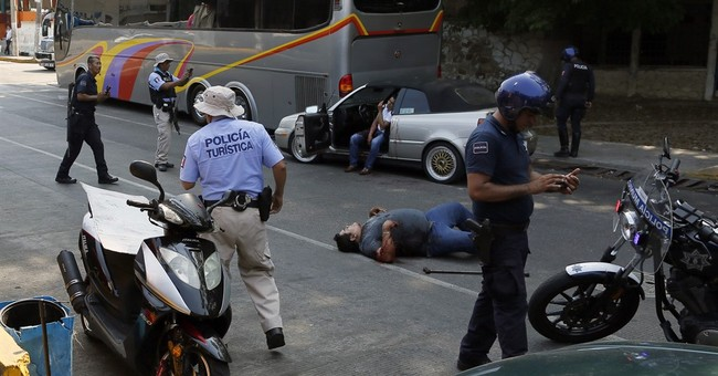 3 slain near beach in troubled Mexican resort of Acapulco