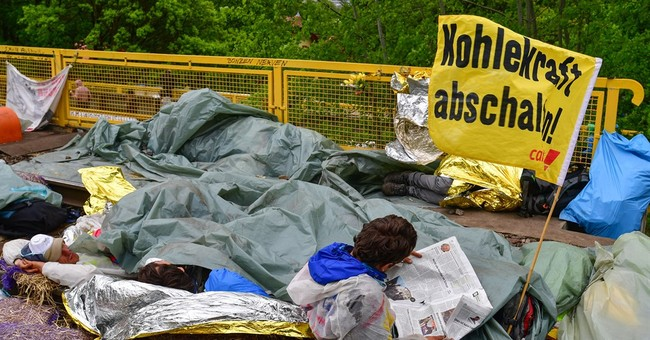 Germany: Police arrest over 100 people at anti-coal protest