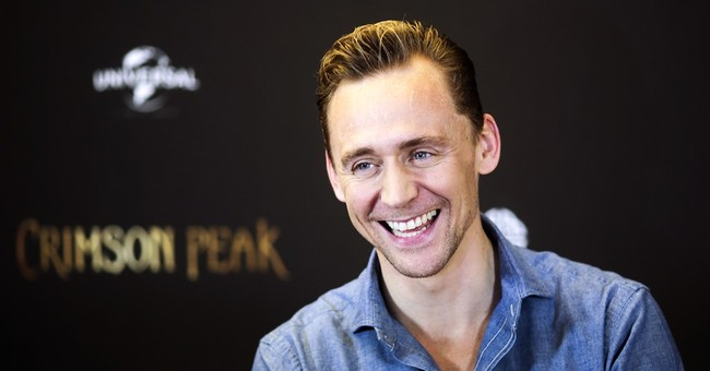 UK bookmaker suspends betting on Tom Hiddleston to be Bond