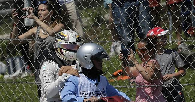 Rosberg and Hamilton refuse to take blame for 1st lap crash