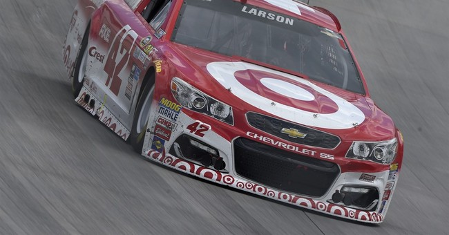 Kenseth holds off Larson for thrilling victory at Dover