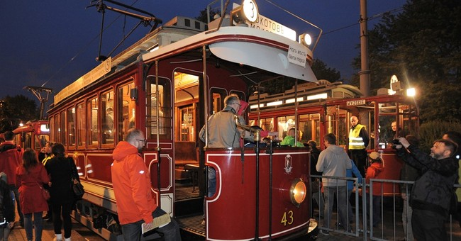 Old trams, blacksmith's opened on Warsaw museums' night
