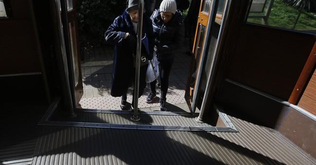 AP PHOTOS: 125 vintage trams evoke bygone era in Milan