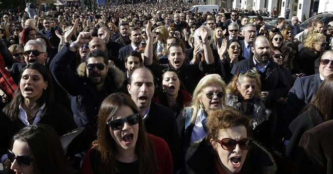 Suited lawyers rally against Greek pension reform