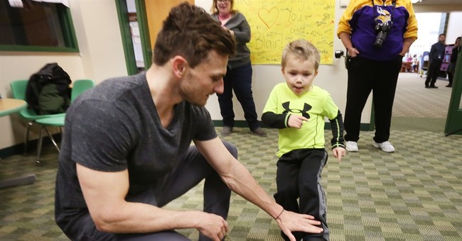 Vikings kicker meets supportive, letter-writing 1st-graders