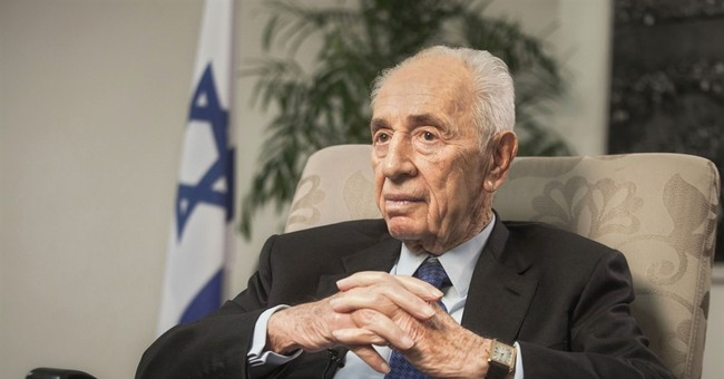 Israel's Shimon Peres suffers 'mild' heart attack