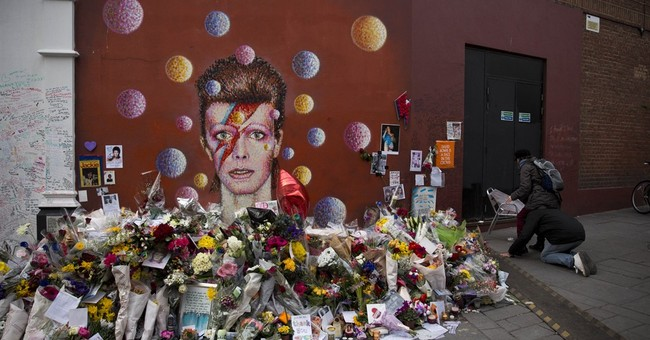Bowie's 'Blackstar' takes top spot on UK album chart