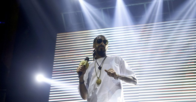 Snoop Dogg, ex-NBA player Peterson host game to help Flint