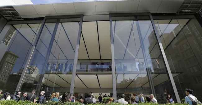 Apple's stores getting new look as other retailers struggle