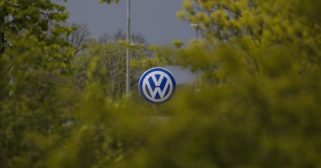 Scandal-hit VW agrees to 4.8 percent pay rise for workers