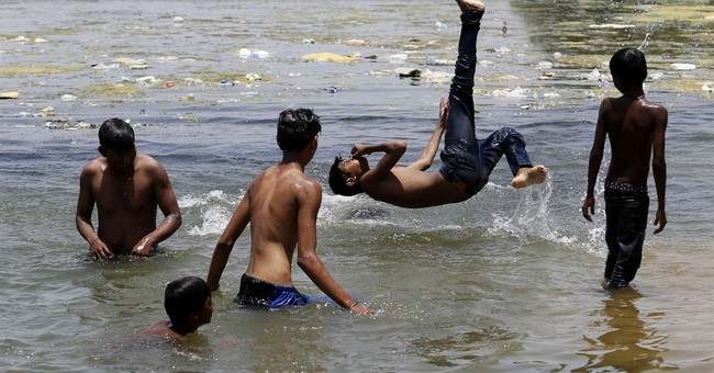 Western Indian state tries to cope with record heat wave