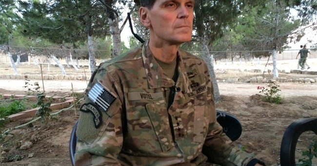 Top US commander makes secret visit to Syria