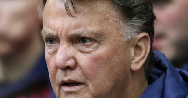 Man United fires Van Gaal, expected to appoint Mourinho soon