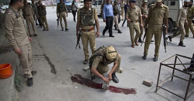 Suspected rebels kill 2 policemen in Indian Kashmir attacks