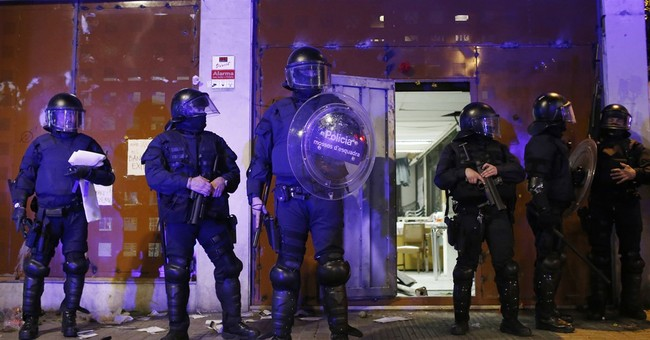 Pro-squatter protesters clash 2nd time with Barcelona police