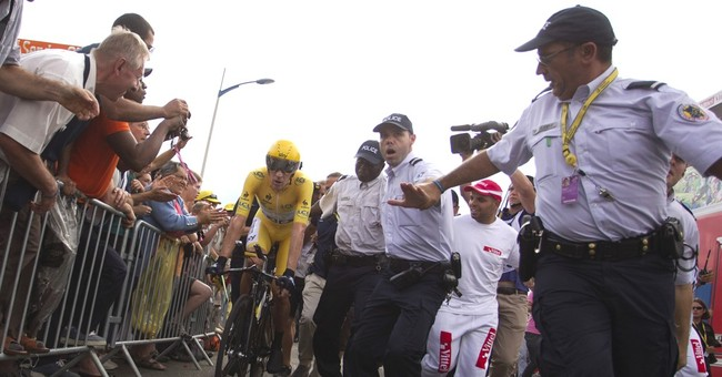 23,000 police mobilized to protect Tour de France