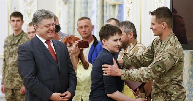 Freed Ukrainian pilot gets hero's welcome on return to Kiev