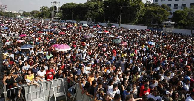 Tens of thousands take part in Brazil's March for Jesus