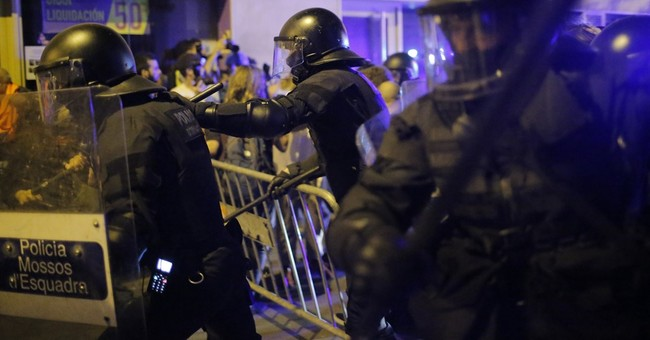 11 injured in 3rd night of clashes over squat in Barcelona