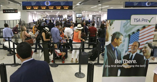 Expecting worst, holiday travelers find fast airport lines