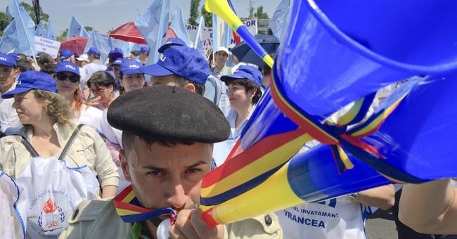 Romanian teachers protest in Bucharest, demand higher wages