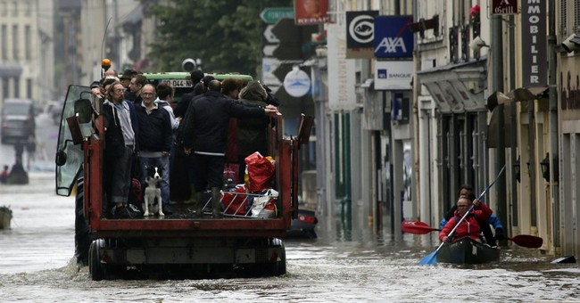 Louvre, Orsay museums close as Seine overflows in Paris
