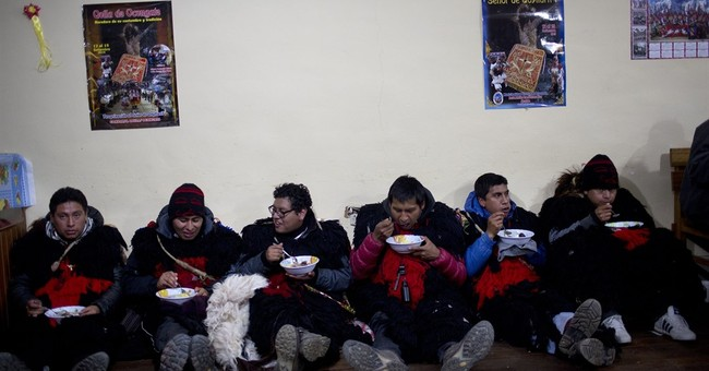 Thousands of Peruvian pilgrims attend Snow Star Festival