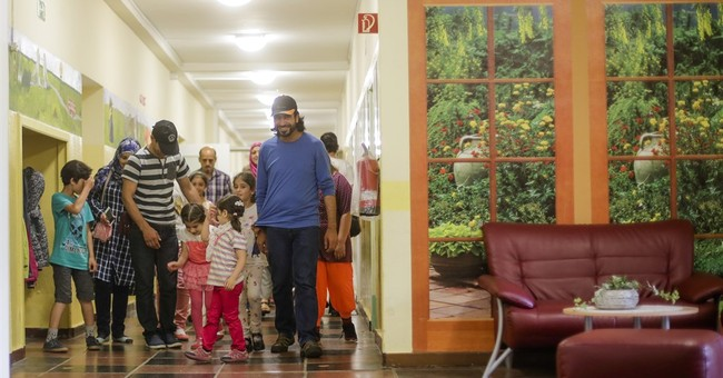 German town turns to Syrian refugees to save its school